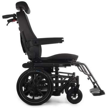 Transfert de personne handicapée du fauteuil à la voiture sans levage dans le Sud-Ouest